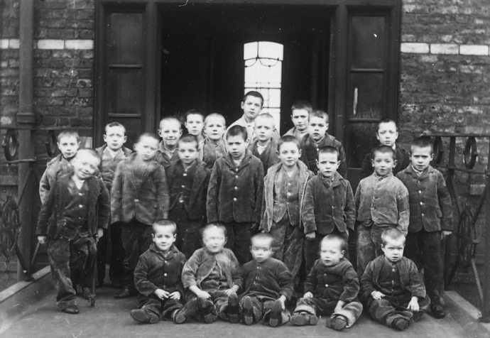 children_at_crumpsall_workhouse_circa_1895